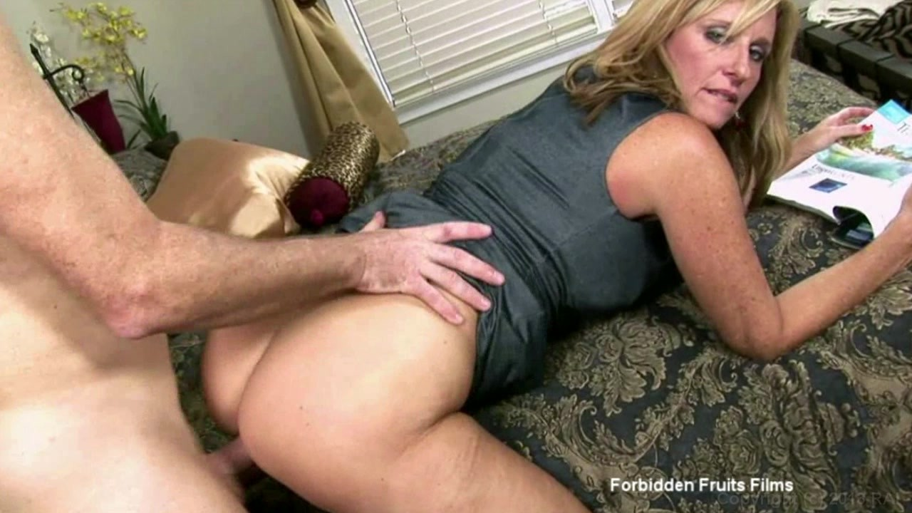 videos xxx mom and son